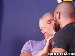 Muscle daddy Dallas Steele eating ass before bareback